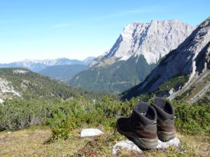 Sehnsuchtsvoller Blick auf die Zugspitze